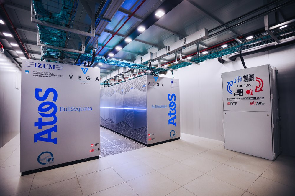 V Mariboru zagnali najzmogljivejši superračunalnik v Sloveniji